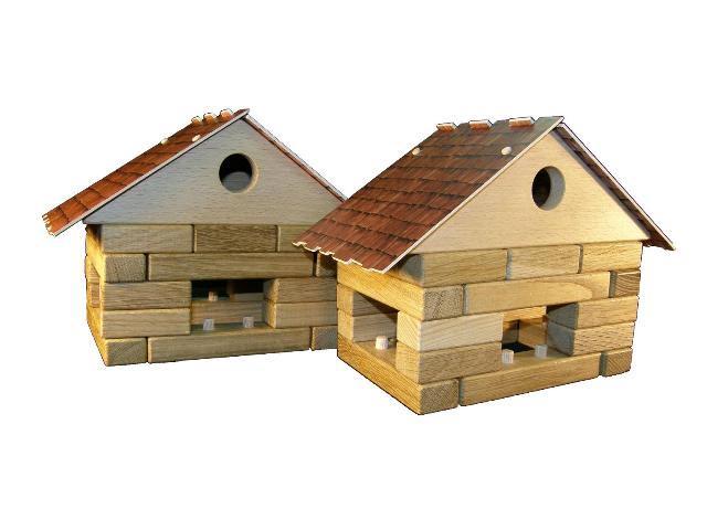 Domeček , dřevěná hračka