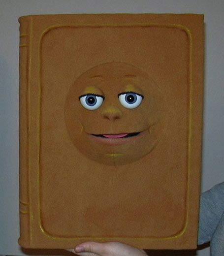 Kniha, loutka břichomluvece