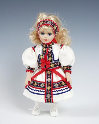 Kopanice , panenka v národní kroji