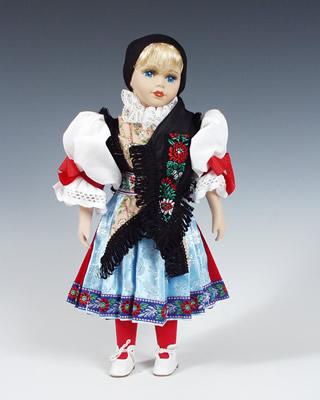 Chodka panenka v národním kroji