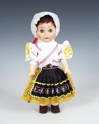 Detva panenka v národní kroji