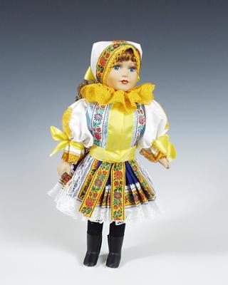 Piešťany panenka v národním kroji