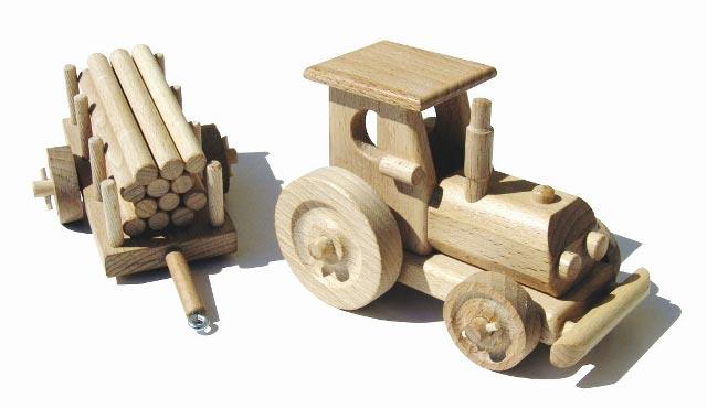 Traktor dřevěná hračka